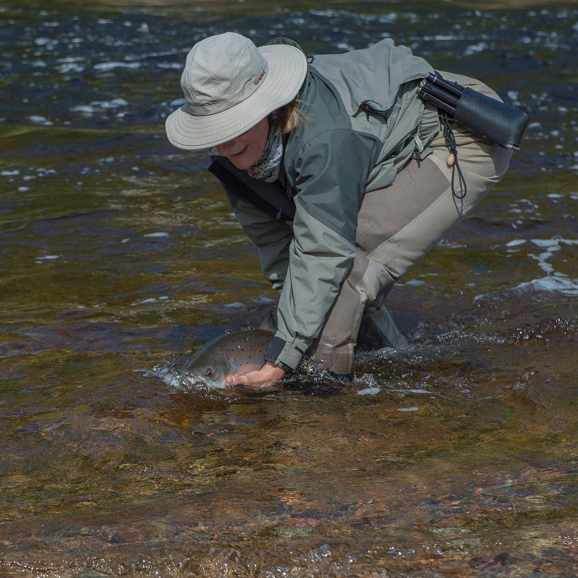 Une nouvelle journée d'initiation à la pêche au saumon offerte aux femmes