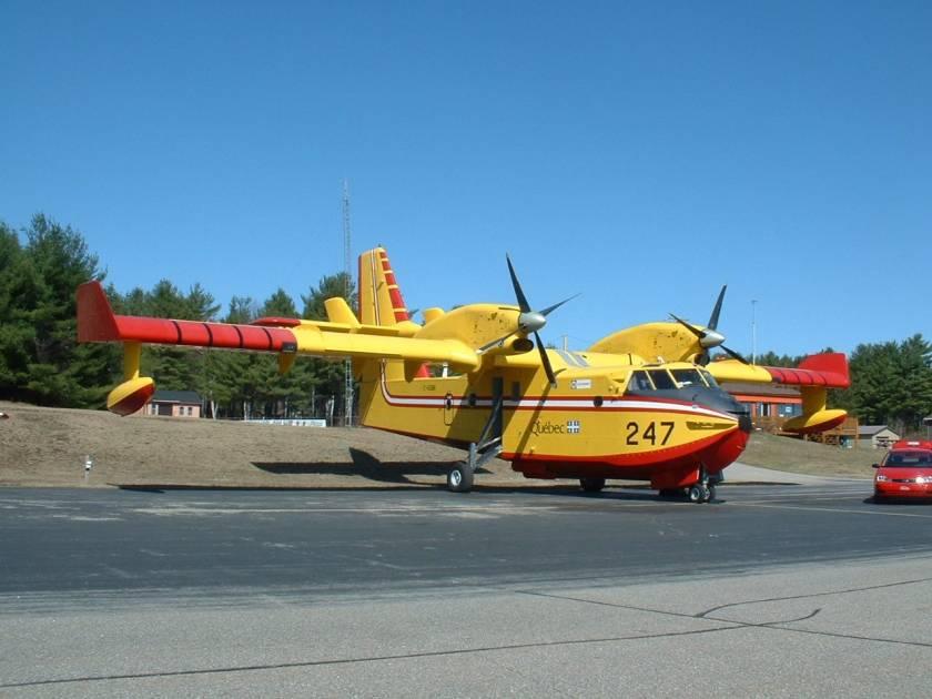 Départ de deux avions-citernes de la SOPFEU vers Prince Albert