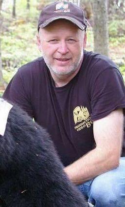 Bernard Gagné favorise la relève par la chasse de l'ours noir