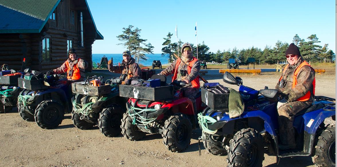 Chasser le cerf Menier en VTT sur l'île d'Anticosti à Chicotte-la-Mer