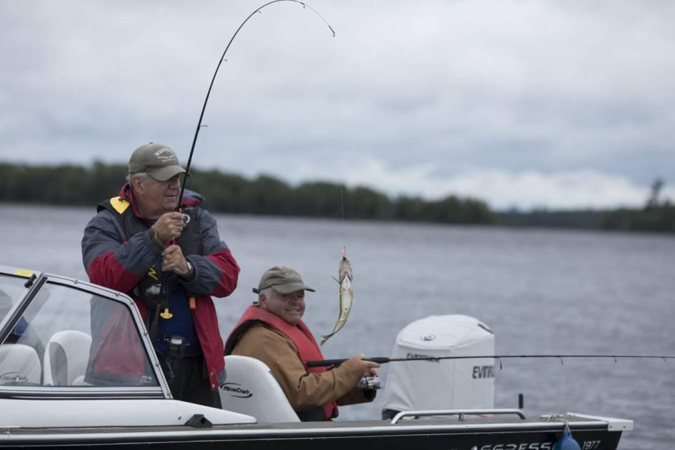 Pêcher dans le fleuve Saint-Laurent, ça vous dit?