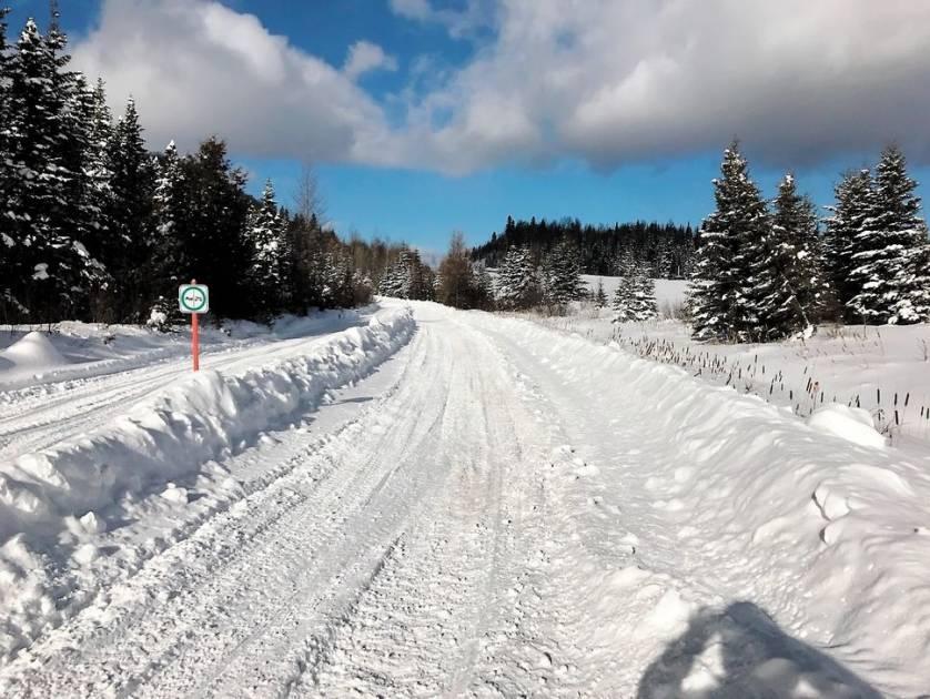 Départager les motoneiges des quads dans les sentiers du Québec