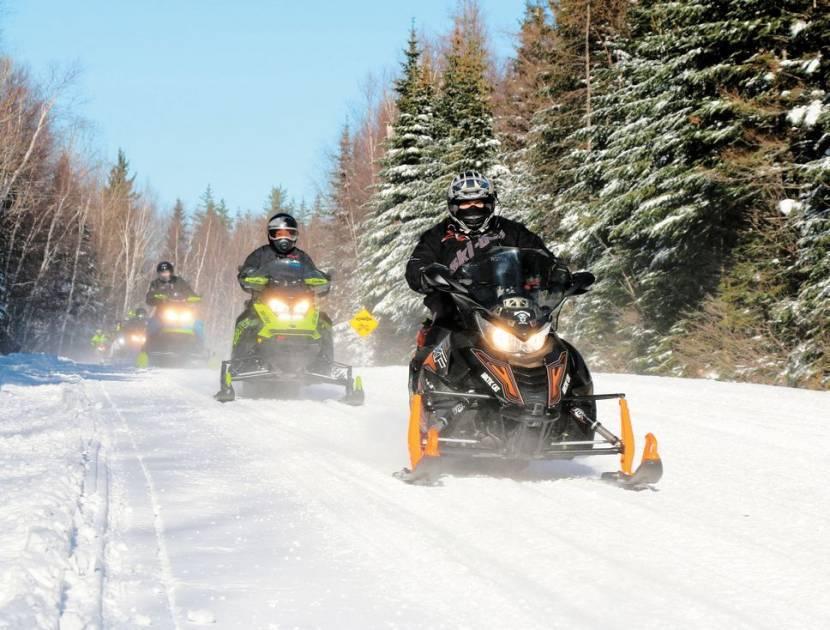 La circulation en motoneige dans le parc du Mont-Tremblant est autorisée