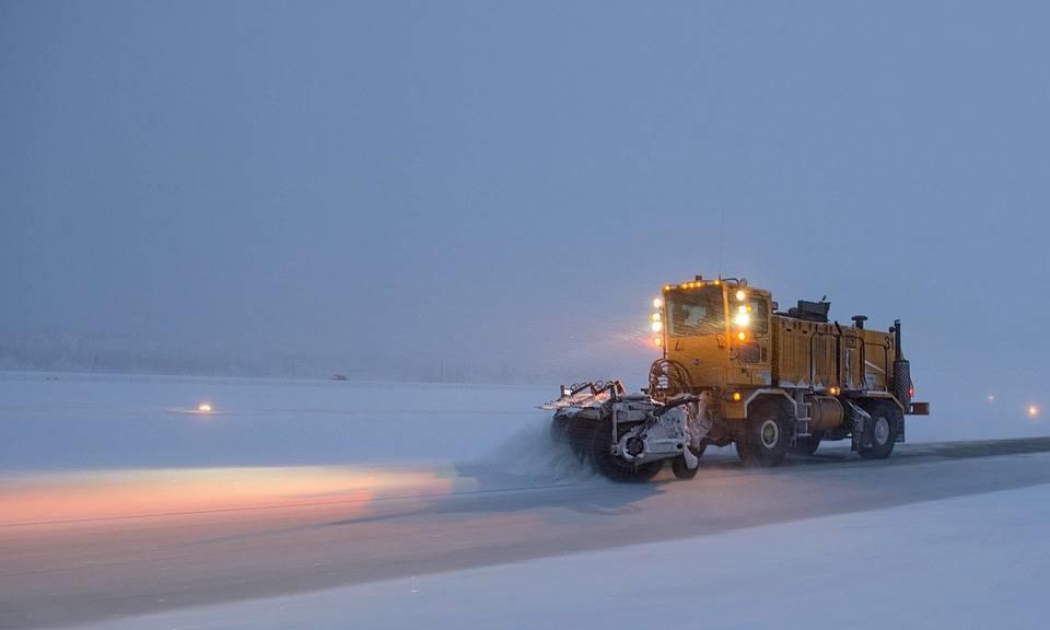 Neige et verglas perturbent la circulation routière un peu partout au Québec