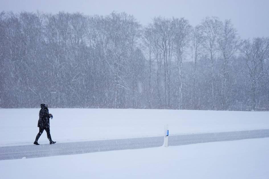 La première de deux tempêtes de neige s'abat sur le Québec, mardi matin