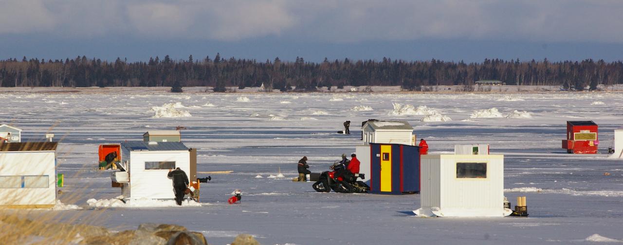 Les cabanes de pêche peuvent être installées sur la banquise!
