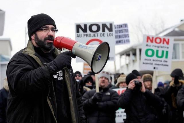 Des chasseurs opposés au registre des armes à feu manifestent à Montréal