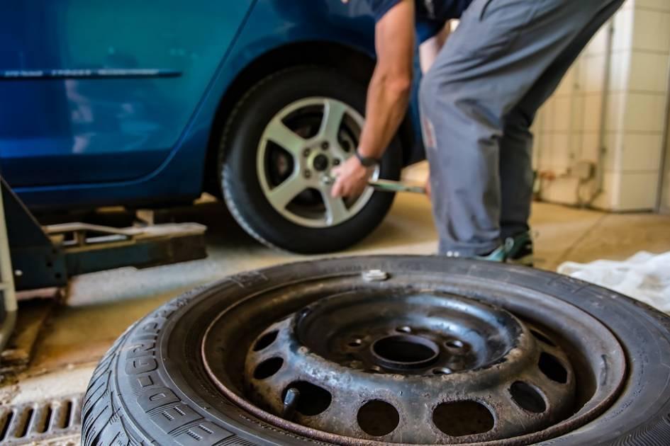 Le verglas rappelle que rien ne presse pour poser ses pneus d'été
