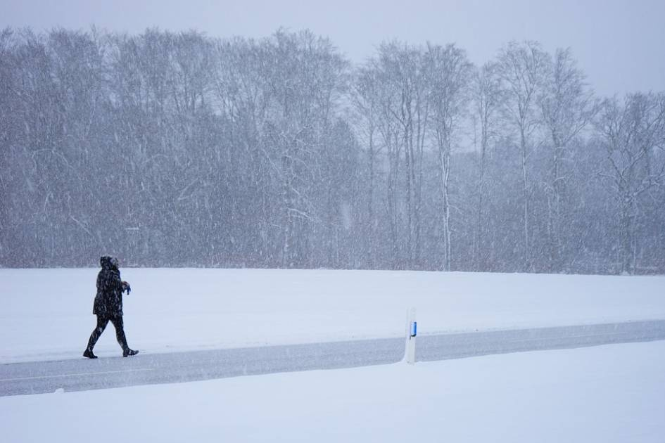 Québec: pluie verglaçante au nord du Saint Laurent et neige ailleurs lundi