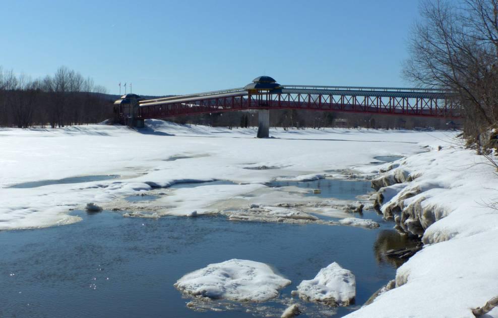 Rupture d'embâcle mardi: la rivière Chaudière sort de son lit