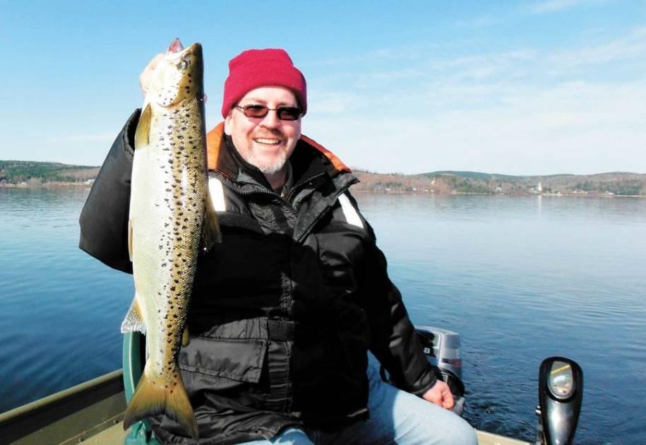 Découvrir la pêche sur l'immense lac Mégantic