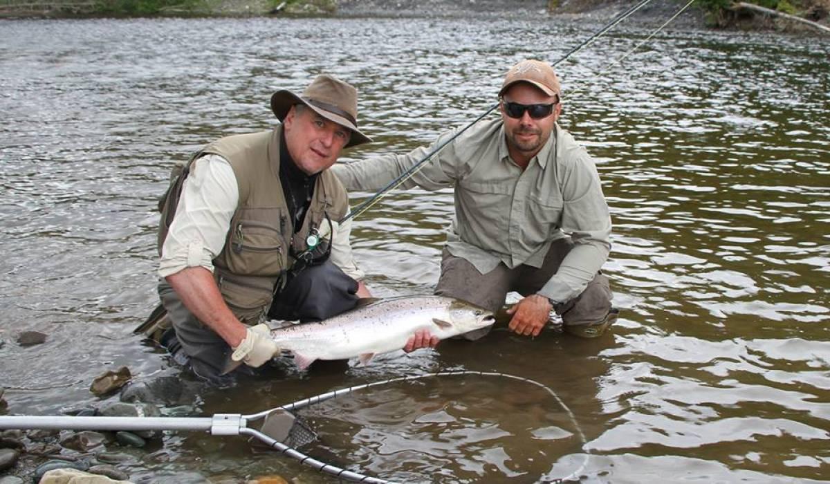 Les pêcheurs de saumon doivent déclarer leurs remises à l'eau