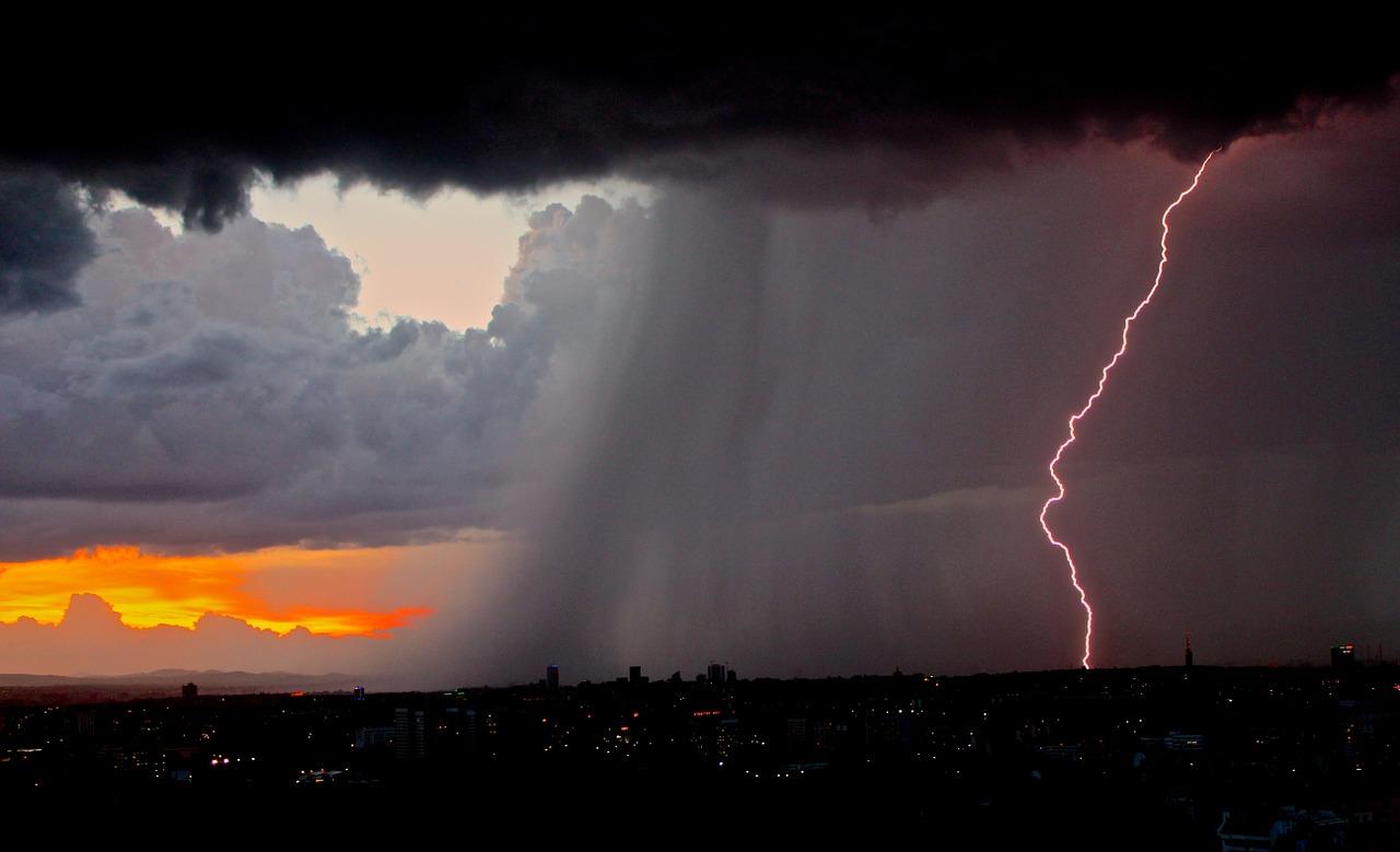 Québec: veilles d'orages violents émises mardi pour plusieurs régions