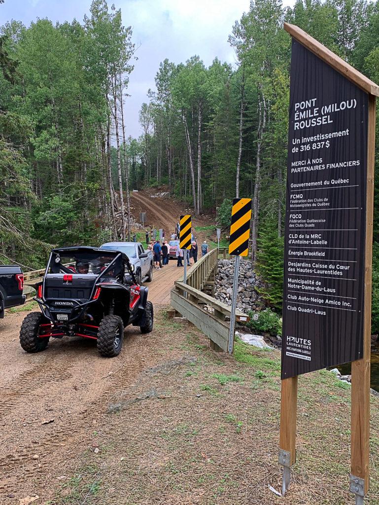 Un nouveau pont pour les motoneigistes et les quadistes sur la rivière du Sourd