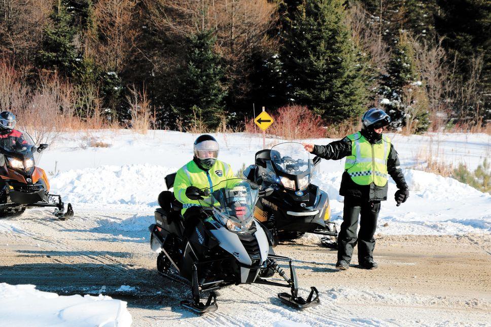 Sillonnez les sentiers de motoneige en toute sécurité