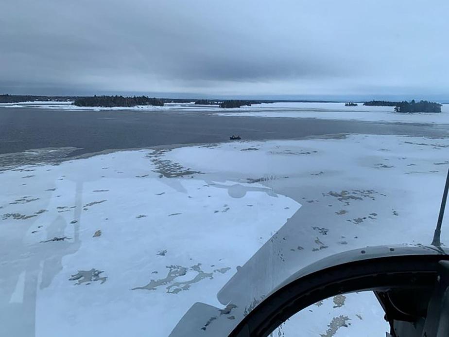 Motoneigistes disparus: la SQ a repêché un premier corps au lac Saint-Jean