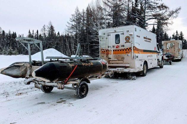 Lac Saint-Jean: recherches des motoneigistes français disparus par froid intense