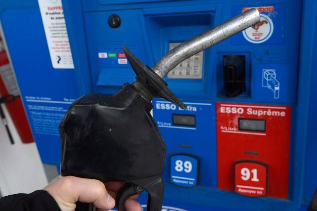Québec: leprix moyen du litre d'essenceordinaire est de 0,96 $ lundi matin