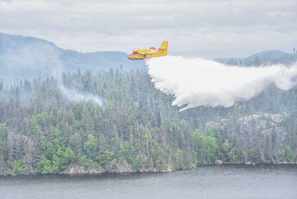 Nord du Lac Saint-Jean: le feu de forêt demeure hors de contrôle selon la SOPFEU