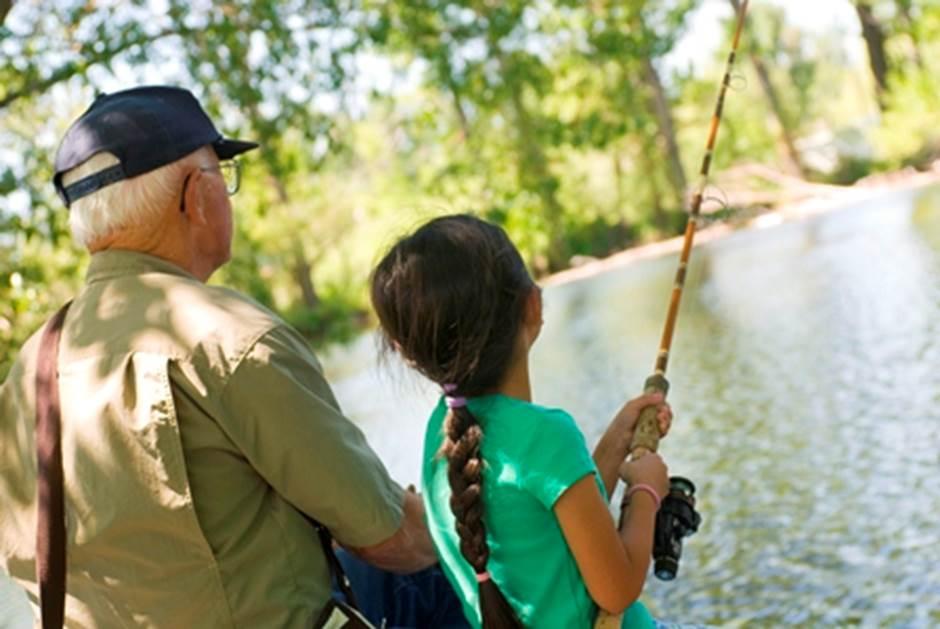 Un enfant qui pêche sur le permis d'un parent doit-il payer dans une zec ?