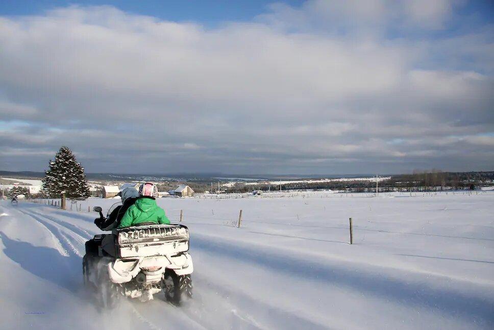 Conduire un quad l'hiver en toute sécurité