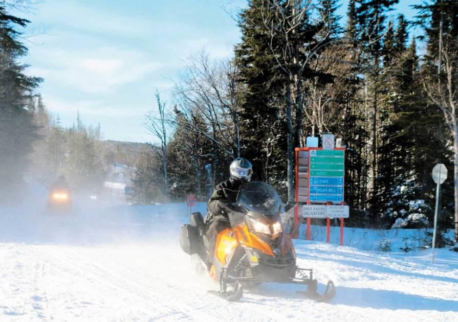 COVID-19: un hiver bien différent pour les motoneigistes