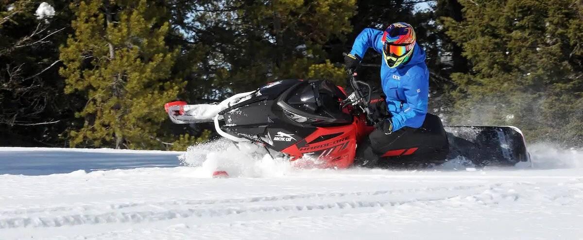La magie du hors piste dans la neige folle