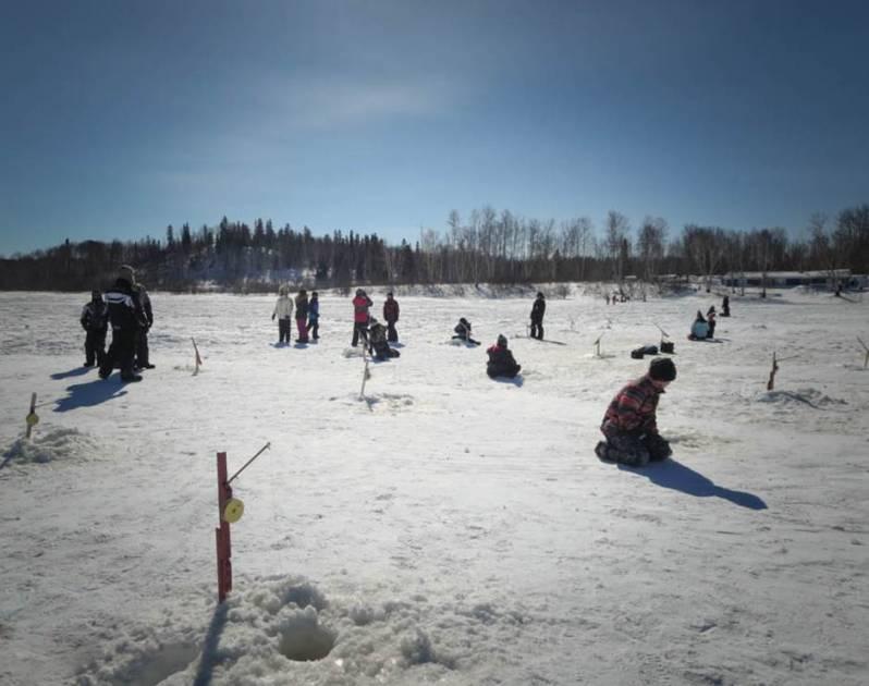 Ouverture de la pêche d'hiver au lac Noir à Saint-Siméon