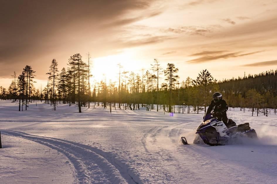Québec et la FCMQ encadreront la pratique de la motoneige hors sentier