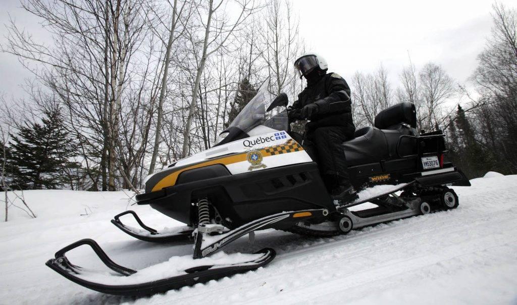 La Sûreté du Québec invite les motoneigistes à la prudence sur les sentiers