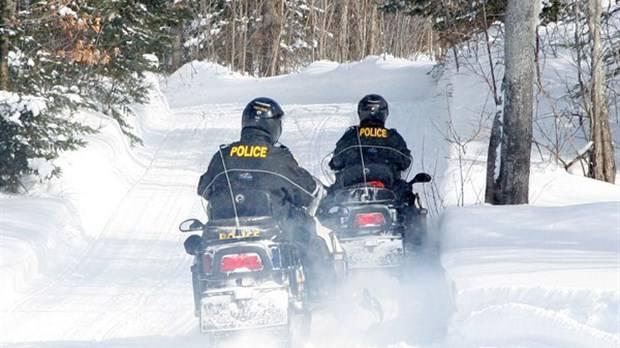 Patrouilleur-motoneigiste : travailler hors des sentiers battus