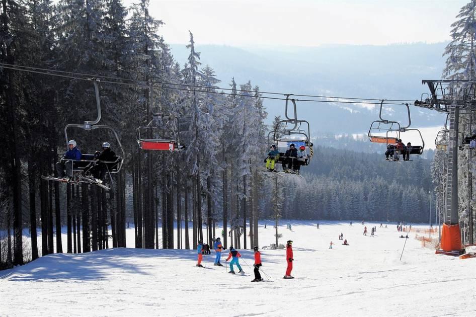 Le temps polaire refroidit l'enthousiasme des skieurs au Québec