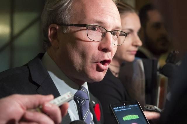 Un outil pour prévenir et résoudre des crimes selon le ministre Coiteux