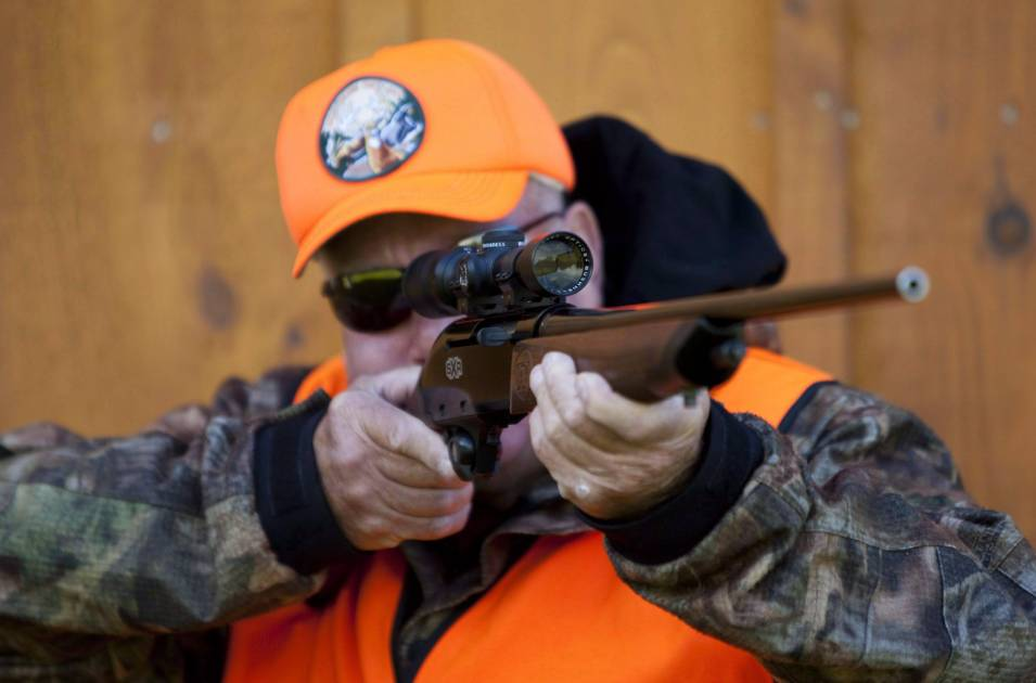 Les opposants au registre québécois des armes à feu suggèrent l'abstention