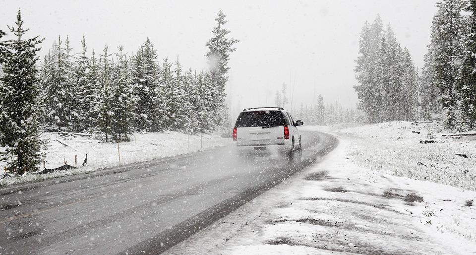 La neige provoque des sorties de route: la SQ fait appel à la vigilance