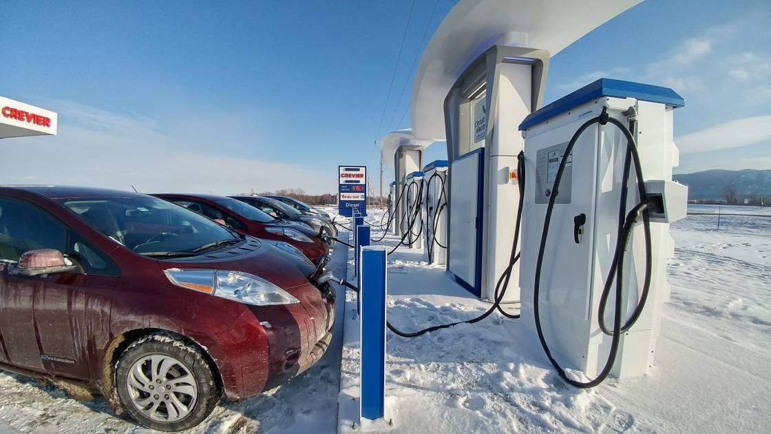 Véhicules électriques: un groupe demande 2000 bornes de recharge rapide